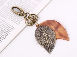 Car keychain retro punk bronze large leaf leather keychain ladies backpack pendant